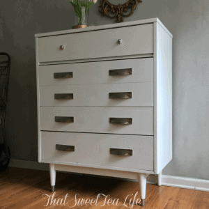 How to do it with no brush marks, bleeding, yellowing, or fuss! #SprayingFurniture #FarmhouseFurniture #FarmhouseWhite #PaintingWhite #PaintingWhiteFurniture #NoBleed #NoYellowing #NoBrshMarks