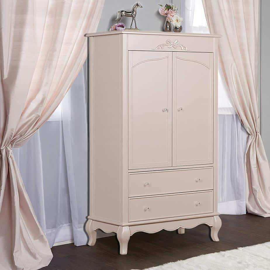 Pink and Gold Painted Furniture Makeovers to get you inspired! #PinkPaintedFurniture #shabbychic #pale #girls #blush #rose #hotpink #blushpink via @thatsweettealife