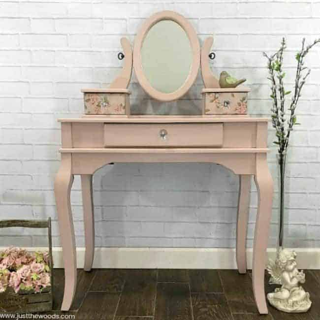 pink and gold painted furniture-girls-vanity Pink and Gold Painted Furniture Makeovers to get you inspired! #PinkPaintedFurniture #shabbychic #pale #girls #blush #rose #hotpink #blushpink via @thatsweettealife