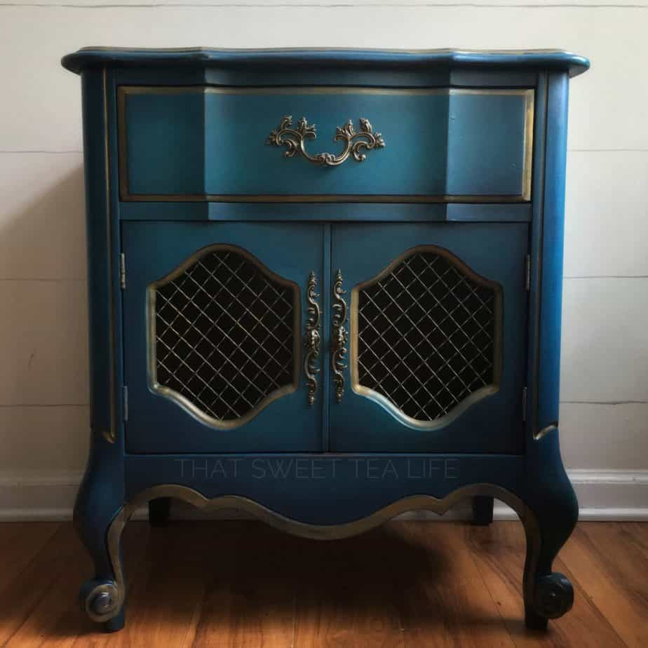 how to blend Chalk paint on furniture
