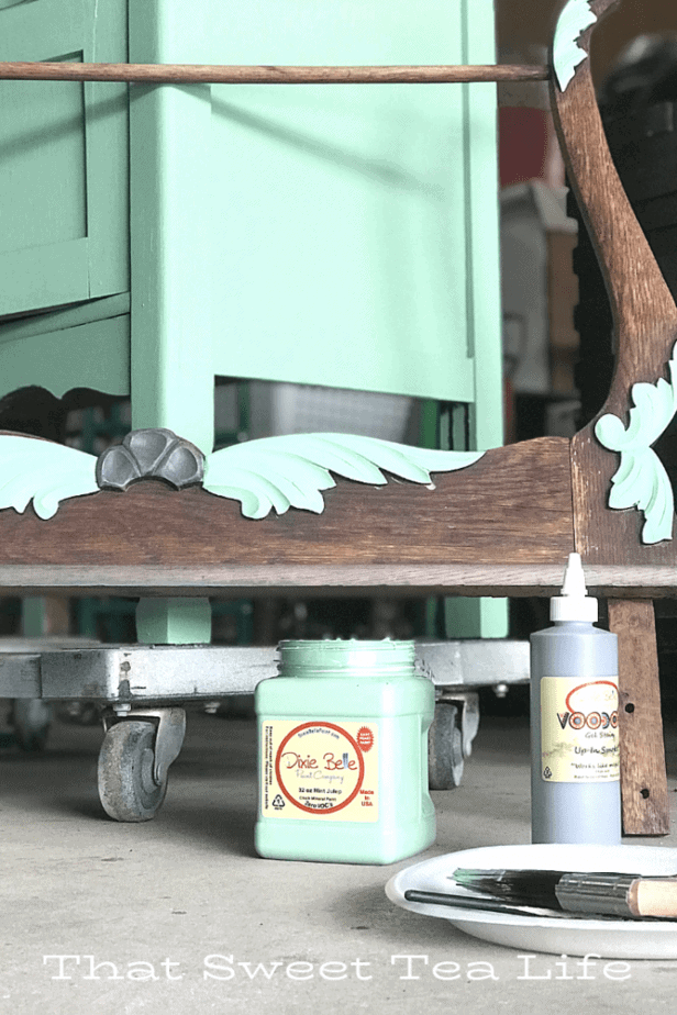 Dixie Belle Paint | Antique Wash Stand Makeover using Dixie Belle Mint Julep |