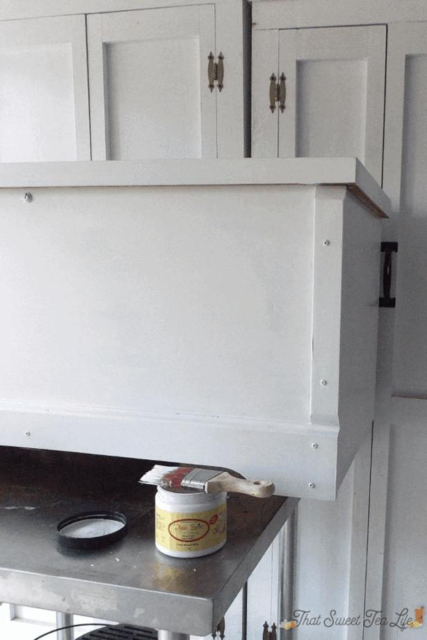 Dixie Belle Fluff white furniture paint