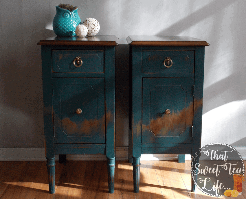 Wise OwL paint in Abyss with Distress and Gold Embellishments