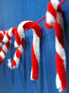 Christmas Pipe Cleaner Crafts for Kids