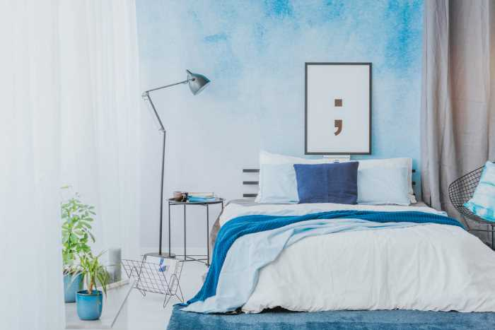 bedroom with a blue Ombre wallpaper accent wall